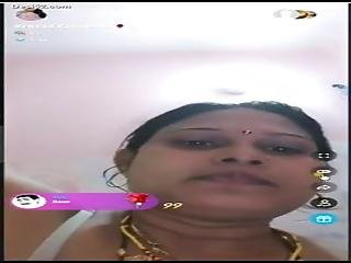 Desi Bhabhi Mast Boobs