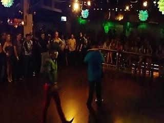 Rubia Mexicana Buenota Bailando En Concurso