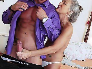 Older Playgirl In Nylons Enjoys Each Second Of The Fantastic Jock Ride